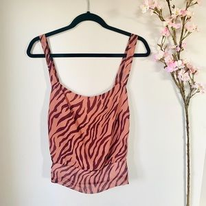 NEW ASTR THE LABEL / PATTERNED CROP TANK